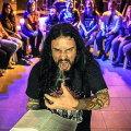 Enoriaşii unei biserici folosesc stilul heavy metal pentru a se ruga la Dumnezeu ► Foto: notizie.delmondo.info