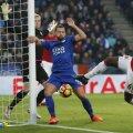 Deranj mare în careul lui Leicester, cu Pogba (dreapta) la un pas de gol // Foto: Reuters