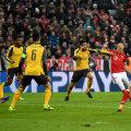 """Patru """"tunari"""" nu-l pot opri pe Robben. Vinclu, 1-0 Bayern // FOTO Guliver/GettyImages"""