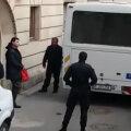 Borcea a plecat cu duba de la Curtea de Apel, ducând cu el un pachet // FOTO Marius Mărgărit