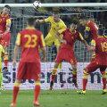 Jovetici, dreapta, cu banderolă, egalează pentru Muntenegru în minutul 87 al meciului de la Cluj: 1-1