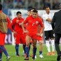 Jucătorii chilieni, monument de deznădejde după fluierul final al finalei cu Germania // FOTO: Reuters