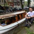 Ricardo Farcaş a lăsat echipamentul şi  s-a îmbrăcat lejer, totul pentru o poză pe străzile din Amsterdam