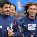 Camoranesi, încadrat de Gattuso și Pirlo, la unul dintre antrenamentele Italiei. Foto: Gulver/GettyImages