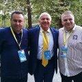 Viorel Sima (dreapta), alături de președintele federației europene, Franco Falcinelli, și de un membru al Biroului Federal al FR Box, Gabriel Udubașa