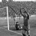 Imagine de colecție cu Hagi jubilând după unul dintre cele 5 goluri marcate de el în '88, în Steaua - Corvinul 11-0, recordul all-time al roș-albaștrilor