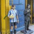 Sacrilegiu la Maradona acasă? Messi alături de Che Guevara în faţa stadionului Boca, La Bombonera. Sau doi revoluţionari de profesie