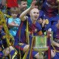 Aflat din 1996 pe planeta Barcelona, Iniesta a înscris cu Sevilla primul gol într-o finală de Cupa Regelui // FOTO: Reuters