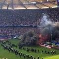 Fanii lui Hamburg au suportat cu greu umilința retrogradării și au pornit haosul // FOTO: Twitter