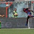Ștefan Radu (dreapta) l-a scăpat pe Simy din marcaj la golul de 1-1, fiind înlocuit în minutul 55 FOTO Guliver/GettyImages