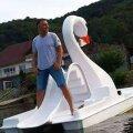 Șeful CSN Orșova, Horia Goliciu, călare pe o lebădă-hidrobicicletă după o chermeză cu prietenii