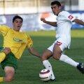 Bogdan Panait, în stânga, într-un duel cu Dacian Varga dintr-o partidă Sportul - FC Vaslui // FOTO: Arhivă Gazeta Sporturilor