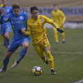 Sîntean (dreapta), în meciul cu Ucraina, pierdut în prelungiri. Foto: Cristi Preda / Gazeta Sporturilor
