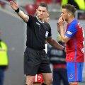 Mihai Pintilii, în dialog cu Istvan Kovacs, la un meci din Liga 1 // FOTO: Arhivă GSP