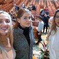Elena Iancu (dreapta), alături de fostul ministru al sportului, Ioana Bran (centru)