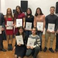 Alături de o parte dintre elevii săi de la LPS și CSM Craiova, Mihai Voinea (stânga) a fost premiat în decembrie la Gala Sportului Școlar Doljean