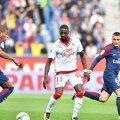Younousse Sankhare, în centrul imaginii, duelându-se cu Mbappe și Veratti FOTO: Twitter