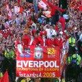 Liverpool cu trofeul Ligii, după celebra finală întoarsă împotriva lui Milan, foto: Guliver/gettyimages