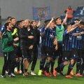 FOTO: GettyImages // Jucătorii Atalantei sărbătoresc victoria cu Sassuolo din Serie A