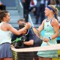 Simona Halep și Kiki Bertens, după finala câștigată de olandeză la Madrid  FOTO: Guliver/GettyImages