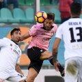 Jaime Baez lovește mingea cu capul pe vremea când juca la Palermo // Foto: Guliver/GettyImages