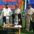 Îps Pimen și Gigi Becali, ceremonie sacră de sfințire a gazonului din Ghencea înaintea unui meci european // FOTO: Arhivă Gazeta Sporturilor