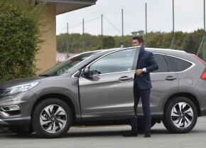 """""""Briliantul"""" sfarmă-bolizi :) Adrian Mutu a provocat accidente cu două mașini: și-a băgat în service și autoturismul personal și cel de la club"""