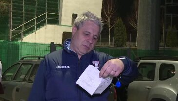FOTO Bilețelul buclucaș :) » Ce scria pe hârtia pe care a găsit-o pe mașină + răspunsul amuzant pe care l-a dat