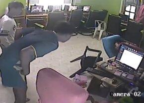 VIDEO Se jucau liniștiți la un internet-cafe când s-a declanșat haosul! Reacții fabuloase