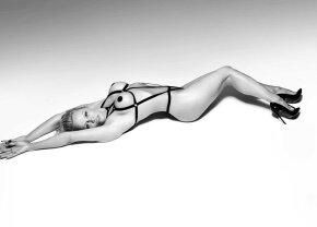 FOTO Pamela Anderson, absolut superbă! A pozat aproape dezbrăcată la 49 de ani