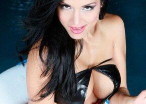 FOTO A pierdut Clasico și pariul » Modelul Jeinny Lizarazo se aruncă din avion!