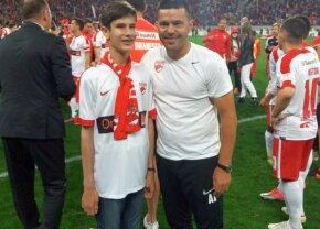 Dincolo de lumea nevăzută » Regăsire după 15 ani: Povestea emoționantă a lui George Andrei, nevăzătorul care vine mereu la meciurile lui Dinamo. Cum l-a ajutat Contra în 2002