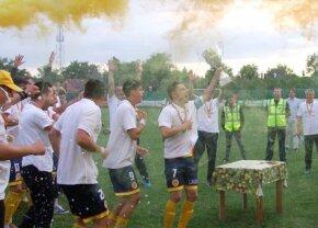 FOTO O echipă de legendă, cu patru titluri în palmares, revenire spectaculoasă! A promovat în Liga a doua după șapte decenii