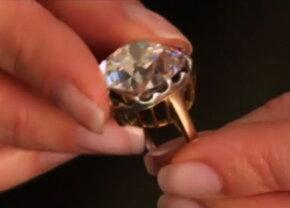 A cumpărat un inel cu 10 lire de la un târg, cu mulţi ani în urmă, însă nu i-a venit să creadă când a aflat valoarea lui reală
