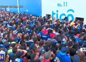VIDEO Incidente INCREDIBILE la un meci de fotbal! S-au călcat în picioare și 5 oameni au murit la stadion