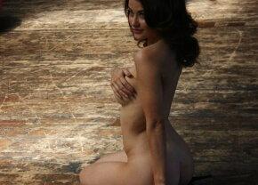 GALERIE FOTO Pictorial incendiar cu o actriţă britanică. A renunţat complet la haine!