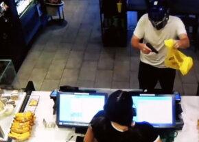VIDEO Jaf armat la Starbucks. Incredibil ce a putut să facă casierița!