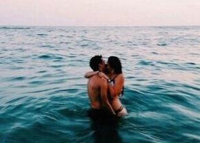 Cea mai penibilă fază din viaţa lor: Au fost prinşi făcând sex în mare