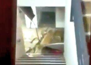 EXCLUSIV VIDEO Imagini incredibile din baza de 3,8 milioane a Federației: s-a prăbușit tavanul la Mogoșoaia! Momente filmate cu telefonul mobil » Reacție oficială FRF