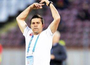 """Schimb tensionat de replici, în direct, la Tribuna 0, între Contra şi un fan dinamovist aflat pe stadion: """"Ai făcut prăpăd!"""""""