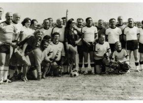 """Stela Popescu n-a iubit doar teatrul, ci și fotbalul! Era fană a Progresului și a participat la inaugurarea stadionului """"Jiul"""": """"Se crease o simbioză între actori și fotbaliști"""""""