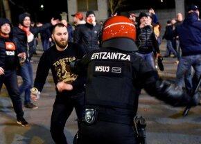 VIDEO Bâte de lemn, boxuri pumnal și crose extensibile la Bilbao! Un polițist a murit în mijlocul incidentelor violente dintre fanii basci și ruși » Imagini teribile