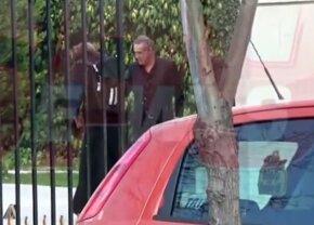 VIDEO+FOTO Becali a umilit în stradă un călugăr venit la palat » Imagini incredibile surprinse de paparazzi