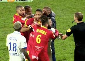 VIDEO Incident șocant în Franța! Doi coechipieri s-au luat la bătaie pe teren și au fost eliminați » Reacția tranșantă a clubului