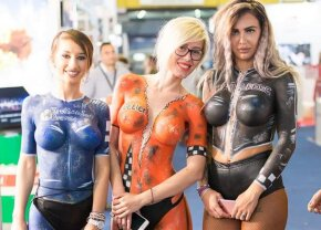 GALERIE FOTO Show incendiar la Romexpo! Spectacol total făcut de fete superbe pentru iubitorii autoturismelor