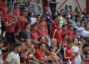 VIDEO+FOTO Titularii lui Bratu i-au făcut galerie echipei de handbal la derby-ul cu Steaua, cu mai puțin de 3 ore înaintea jocului cu Voluntari