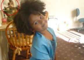 S-a uitat în albumul foto al familiei, însă ce a remarcat într-o poză a lăsat-o fără cuvinte: detaliul e terifiant!