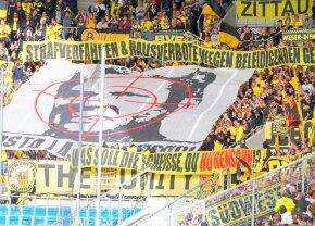 """Scandal imens în Germania! Patronul lui Hoffenheim, umilit de fanii lui Dortmund: """"Ce rahat e ăsta, fiu de târfă?!"""""""