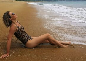 FOTO HOT Momente de relaxare la Oceanul Indian pentru Gina Pistol
