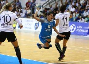 Ratează CE de handbal feminin după o accidentare HORROR » Țipete de groază în Sala Sporturilor din Craiova